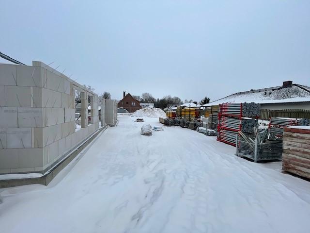 Schäferhaus: Außenmauerwerk Kalksandstein fertig (frostbedingt pausiert)